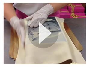 Lär dig täcka fyrkantiga tårtor i marsipan