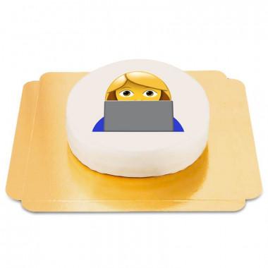 Emojitårta med tjej framför datorn