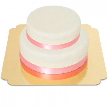 Vit tvåvåningstårta med tårtband