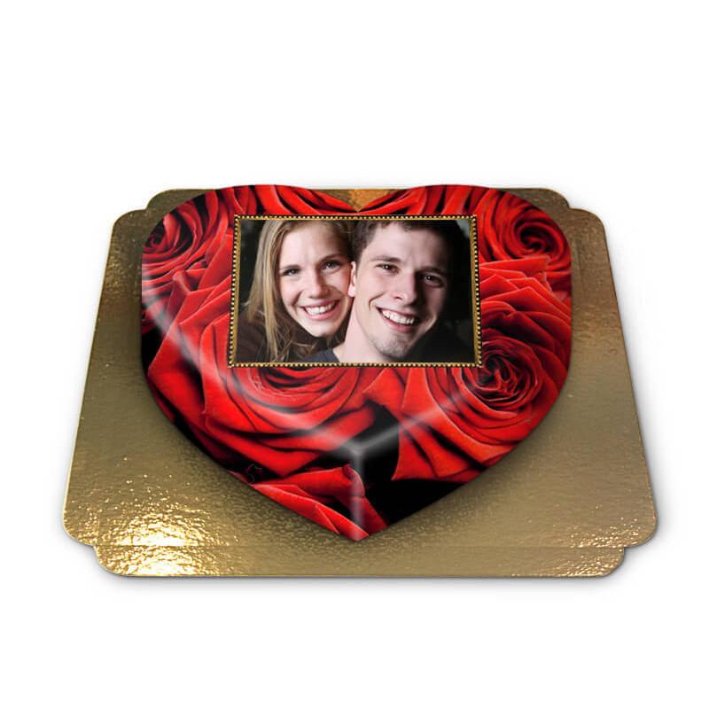 Fototort w kształcie serca ze wzorem w czerwone róże